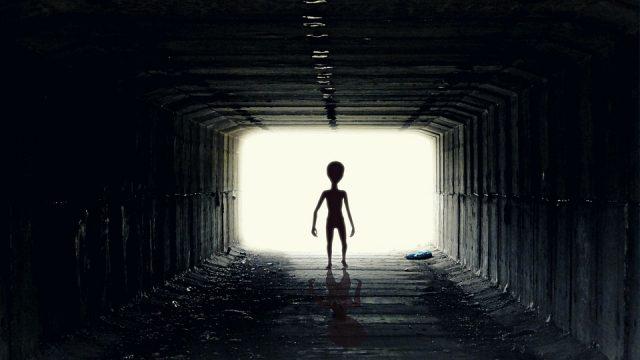 Na hraně skutečnosti / Konspirace – část 6: Zatajoveni mimozemstanu –dokument
