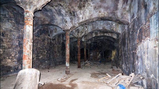 Země: Území záhad – Tajemstvi carskych podzemnich chodeb -dokument