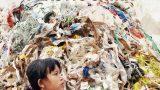 Život na hromadě plastů / Plastová Čína -dokument